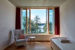 Jedes Zimmer mit Seeblick: Sukhavati in Bad Saarow am Scharmützelsee (Foto:Sukhavati)