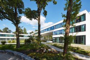 Das 2016 eröffnete Sukhavati in Bad Saarow am Scharmützelsee ist eigens zu diesem Zweck erbaut worden.